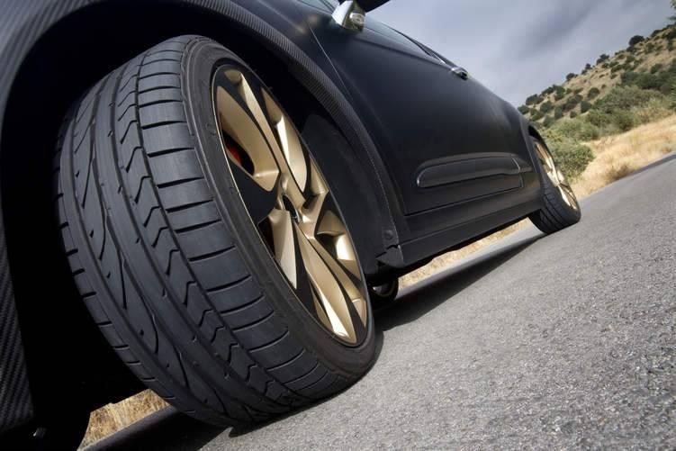 Large أهمية ترصيص وضبط زوايا إطارات السيارة ونصائح مهمة
